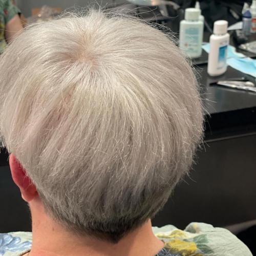 Smukt og naturligt. Contact skin findes i mange farver og er ægte hår.