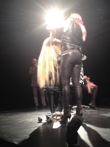 Meget langt ægte hår - On stage med Marcelklubben