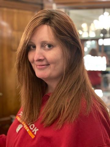 """smuk paryk af ægte hår til Linda. Den """"røde"""" farve er tæt på identisk, som Lindas eget hår."""