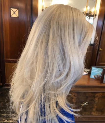 Dette er en paryk af ægte hår.