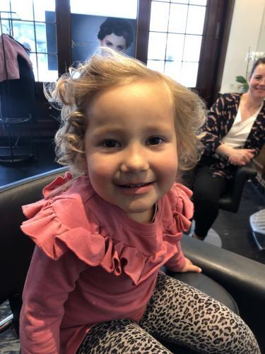 De kære børn elsker også at få ordnet hår
