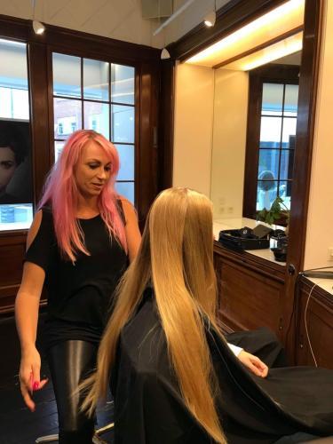 Min kunde er klar til at donere sit hår til paryk