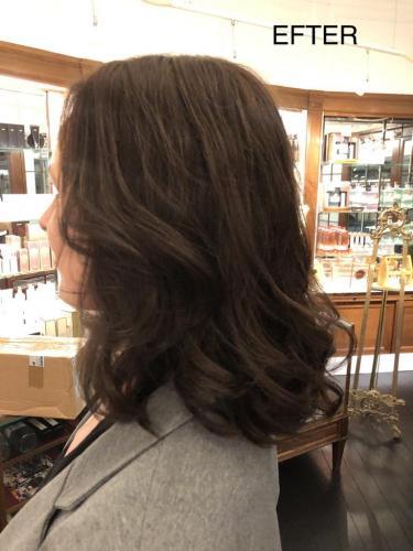 """Karina har tabt rigtig meget hår uden årsag. Vi vælger en """"top"""", hair integration, som giver volumen og fylde til eksisterende hår."""
